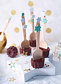 Drinking chocolate on wooden spoons as gifts