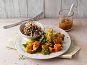 Wirsing mit Quinoa und scharfer Kurkumasauce
