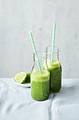 A kale smoothie with kohlrabi leaves, apple and mandarines