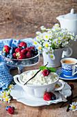 Hüttenkäse (Tvorog, Russland) zum Frühstück