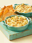 Gratinated wonton chips with an artichoke dip