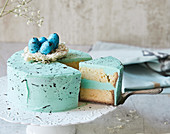 A vanilla-flavoured Easter cake with turquoise-coloured buttercream icing