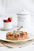 Strawberry cake with nut crumble topping