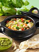 Hähnchen-Gemüse-Eintopf mit Pesto