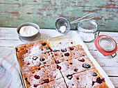 Waffel-Pfannkuchen mit Beeren vom Blech