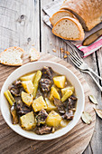 Spezzatino di manzo (beef stew with potatoes and celery, Italy)
