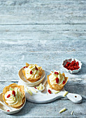 White chocolate and pear cream with goji berries in pastry shells