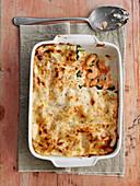 Lasagne mit Meeresfrüchten in der Backform