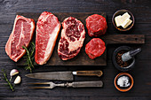 Verschiedene Black Angus Steaks: Blade on Bone, Striploin, Rib Eye und Filet Mignon