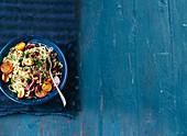 Nudeln mit Hackfleisch, Oliven und Tomaten