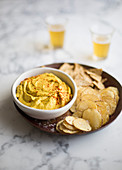 Vegan cheese dip with crisps (Mexico)