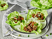Low-carb wraps with lettuce and minced meat (Asia)