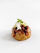 Baked Potatoe mit Chili und Avocado