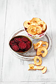 Apple and beetroot chips