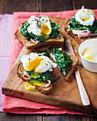 Toast with ham, spinach and poached egg