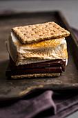Smore (Kekssandwich mit Marshmallows und Schokocreme, USA)