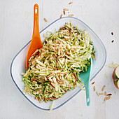 Pointed cabbage salad with apples and courgette