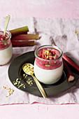 Joghurt-Panna-Cotta mit Rhabarbergranita