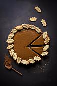 Pumpkin Pie mit Teigblättern, angeschnitten