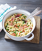 Penne with peas and ham