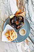 Fresh mussels with garnish