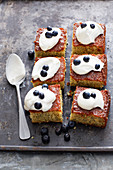 Hareesetjozelhind (Syrian semolina cake with poppyseeds)