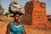Head carrying in Uganda