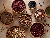 Pulses in wooden bowls