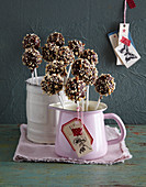 Cookie Dough Cake Pops mit Schokoglasur