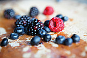 Blackberries, raspberries and blueberries (close-up)