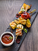Vegetable skewers with tomato and pineapple sauce