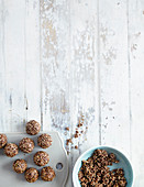 Amaranth and chocolate balls with pistachios