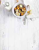 Crunchy muesli with quinoa pops, physalis and banana