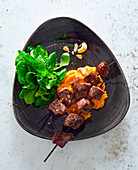 Beef skewers with mashed sweet potatoes and lamb's lettuce