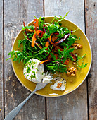 Rocket and carrot salad with goat's cheese