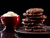 Schoko-Cookies zum Cappuccino