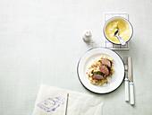 Gekräutertes Schweinefilet mit Schinken-Sauerkraut