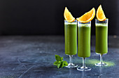 Matcha-Orangen-Limo mit Aloe vera