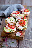 Herb rolls with cottage cheese, tomatoes and cucumber