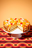 Tutti-frutti cake (trend from the 1970s)