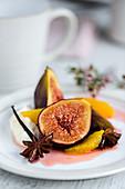 Gebackene Feigen und Orangen in Agavensirup