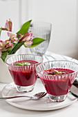 Rote-Bete-Gazpacho mit Basilikum