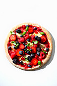 Berry pizza with basil (trend from the 1990s)
