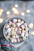 Kakao mit kleinen Marshmellows