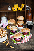Mini burgers (beef) served with french fries, grilled corn, homenade ketchup and dark beer