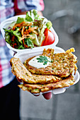 Mücver – Turkish courgette fritters with yoghurt sauce