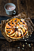 Pan-cooked baked apple tart