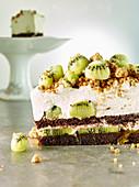 Kiwi maraschino cake with hazelnut streusel