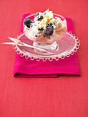 Frozen yoghurt with blueberries