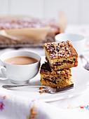 Walnuss-Ahornsirup-Blechkuchen zum Tee